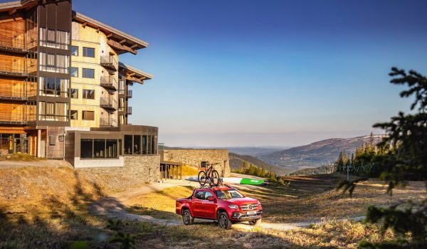 summer-hotel-view-car-bike-copperhill-mountain-lodge